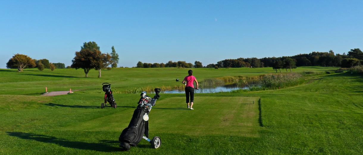 Golf i Skåne - Landskrona Golfklubb - Förberedelse för utslag på Erikstorp 15:e tee