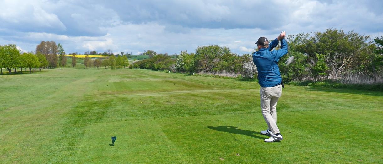 Golf i Skåne - Landskrona Golfklubb - Utslag från Hildesborg 3:e herr tee