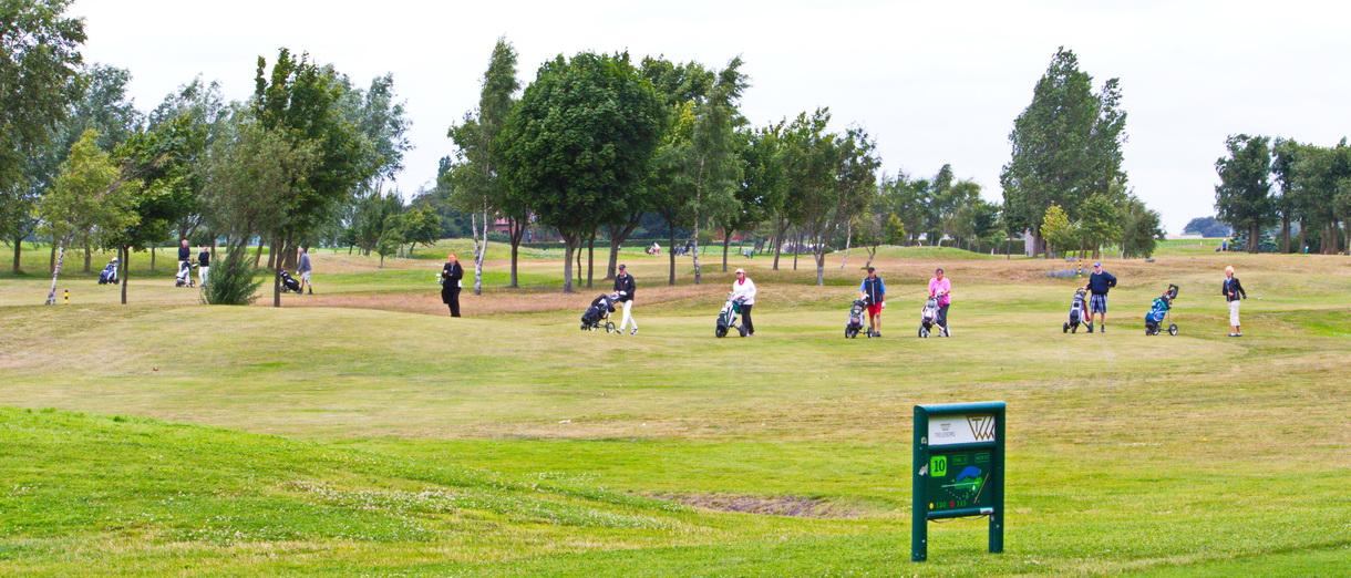 Golf i Skåne - Bedinge Golfklubb - På väg mot greenen