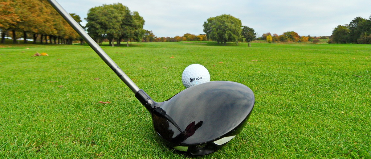 Golf i Skåne - Landskrona Golfklubb - Utslag med Driver på Erikstorp första tee