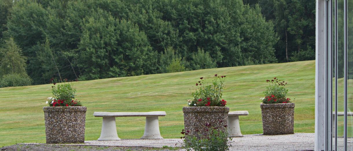 Golf i Skåne - Skyrups Golfklubb - Bänkar med vy