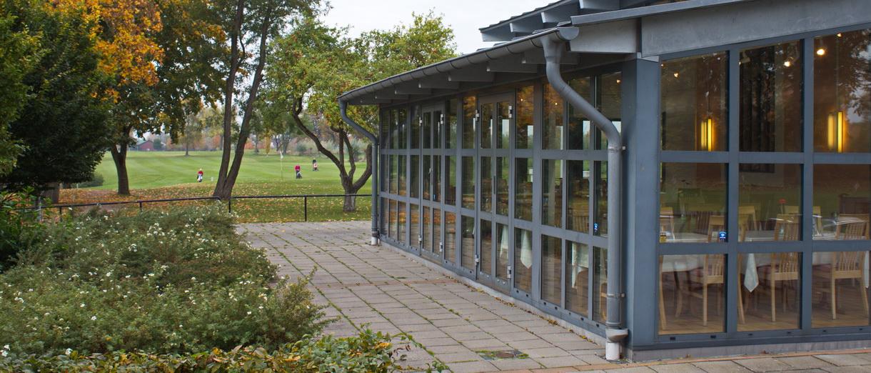 Golf i Skåne - Kävlinge Golfklubb - Restaurang med utsikt över 18:e hålets inspel